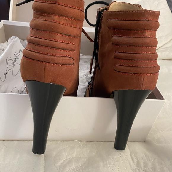 New Women's cognac lace up drop bootie. Sz 10